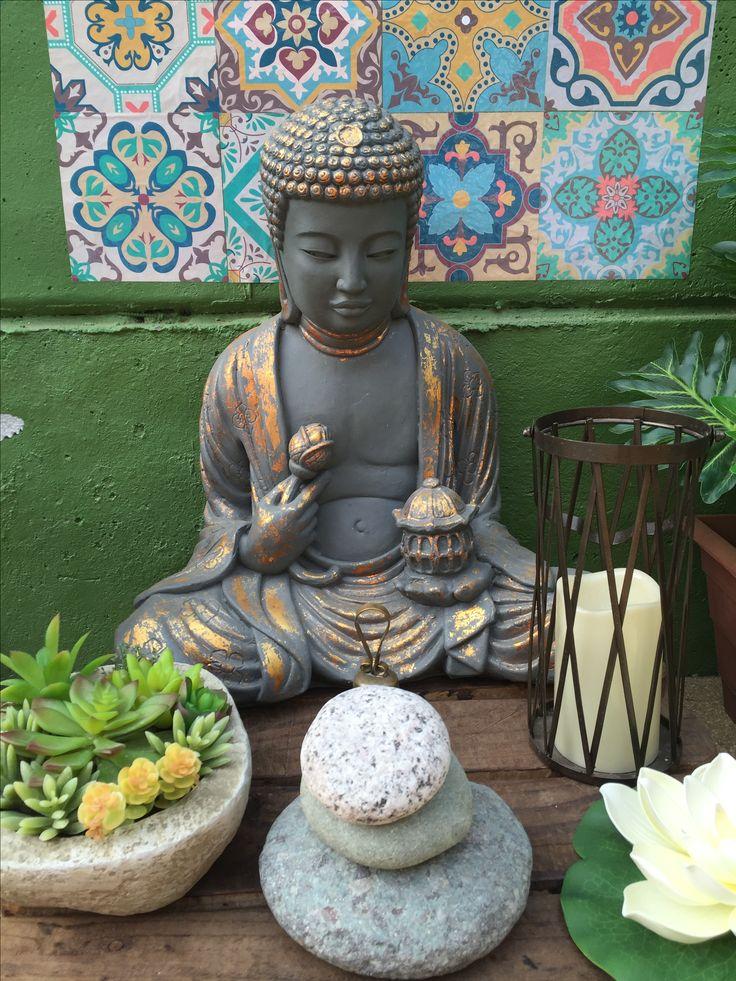 Buda pintado gris con lámina de cobre