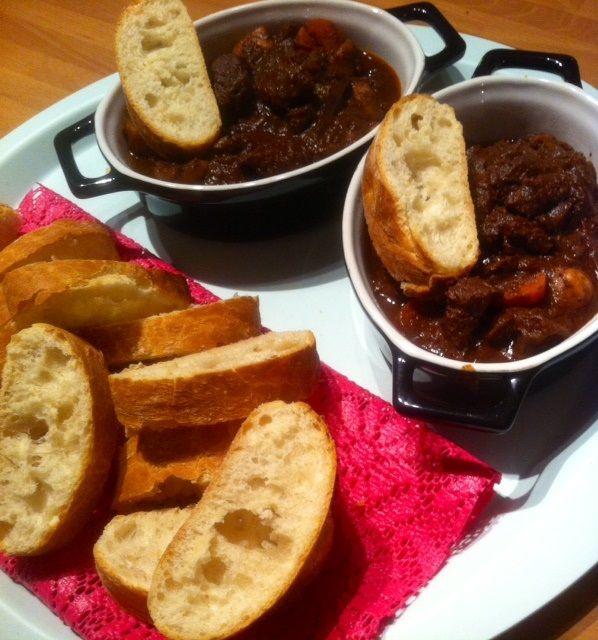 Dit recept een Italiaanse rundvlees stoofschotel is een echt comfort food recept. Met geduld laten stoven en echt recept voor de herfst en winter.
