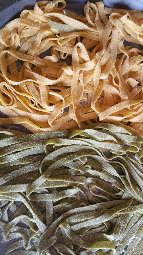 Lasagnette paglia e fieno fatte in casa !ottime con i pisellini freschi