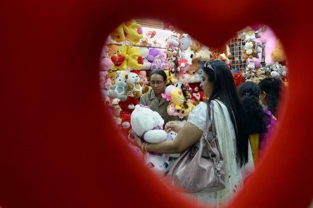 Ragam Dunia Menyambut Hari Valentine.