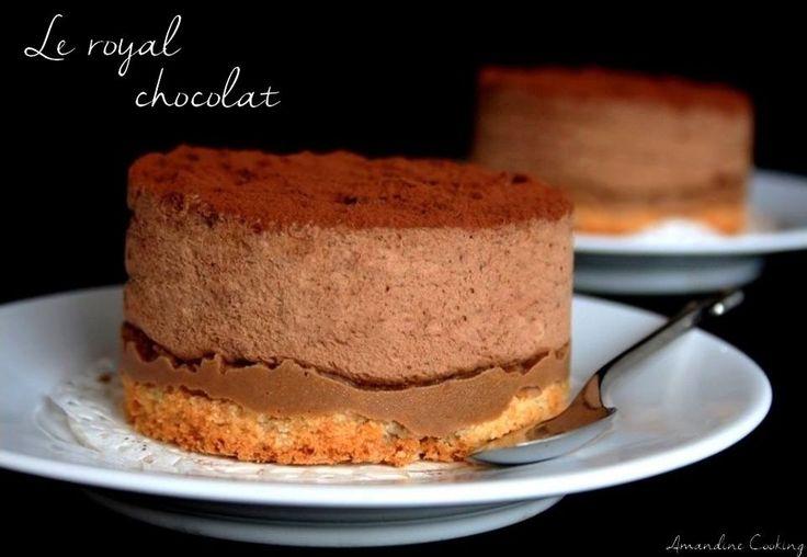 Voici une recette classique de la pâtisserie avec cet entremets royal, appelé aussi Trianon, qui ravira tout amateur de chocolat ! :D C'est un gâteau à la fois fondant et craquant composé de 3 couches, une dacquoise aux noisettes (ou amandes), une couche...
