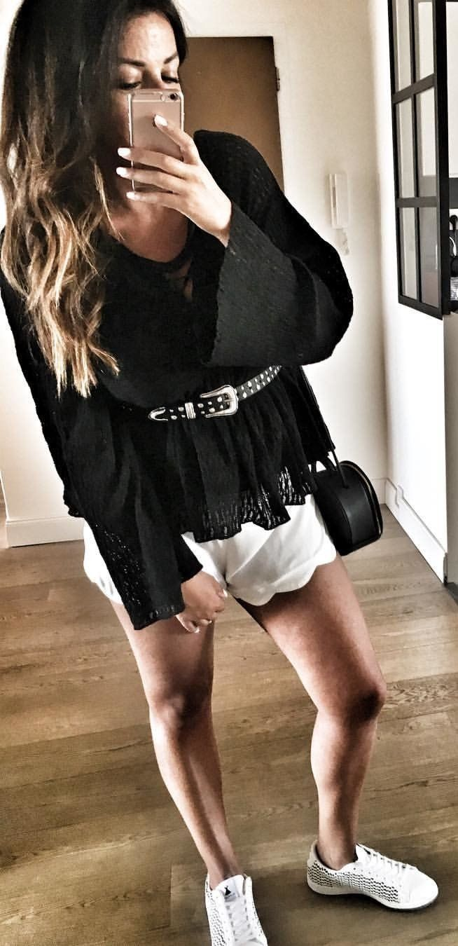 #fall #outfits Black Top + White Short + White Pumps
