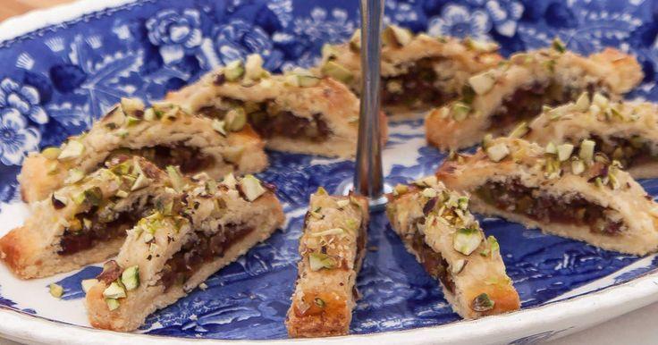 Småkakor fyllda med pistagenötter och dadlar.