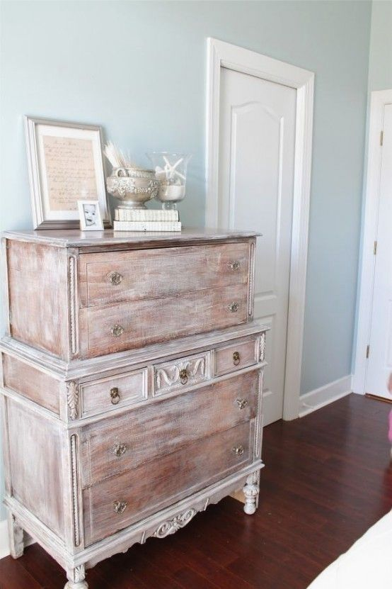 38 Adorable White Washed Furniture Pieces For Shabby Chic And Beach Décor #shabbychicfurniturepainting
