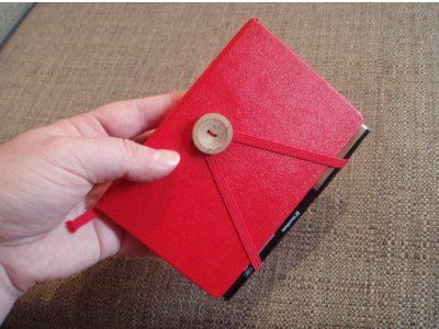 attaching a pen to a moleskine (or any other hard cover notebook with an elastic band)