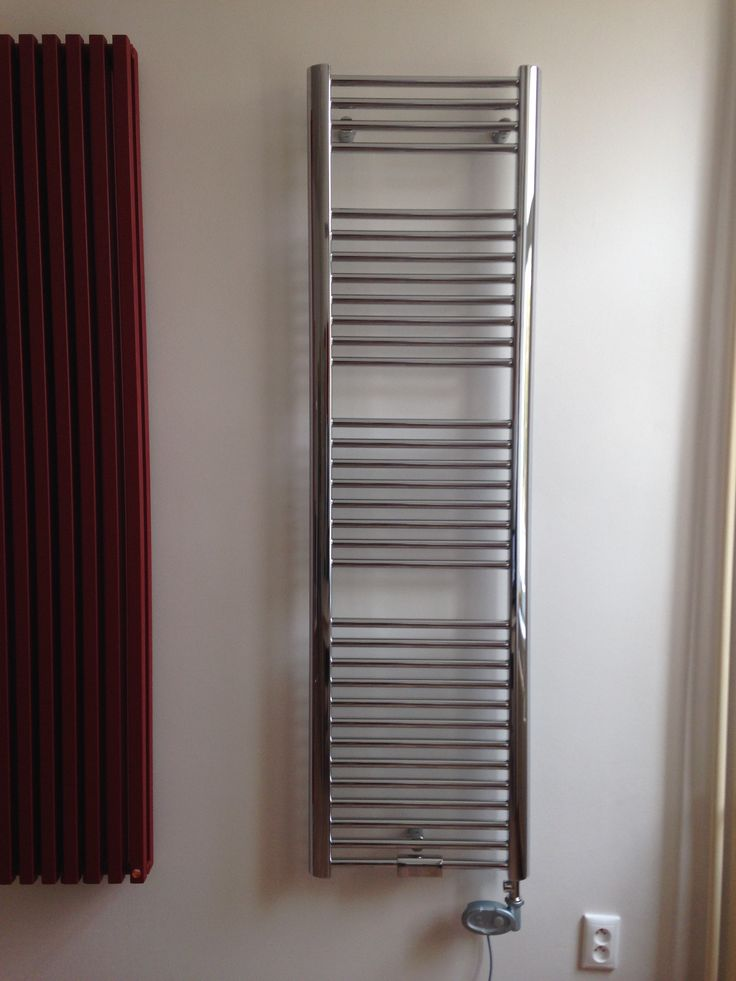 Satin Massive: Bathroom hot water radiator. Designer radiator available in 216 colours and as chrome radiator. Bespoke radiator. Central heating, dual fuel or electric radiator. Available accessories: chrome valves, stainless steel valves. Available into 4 weeks.