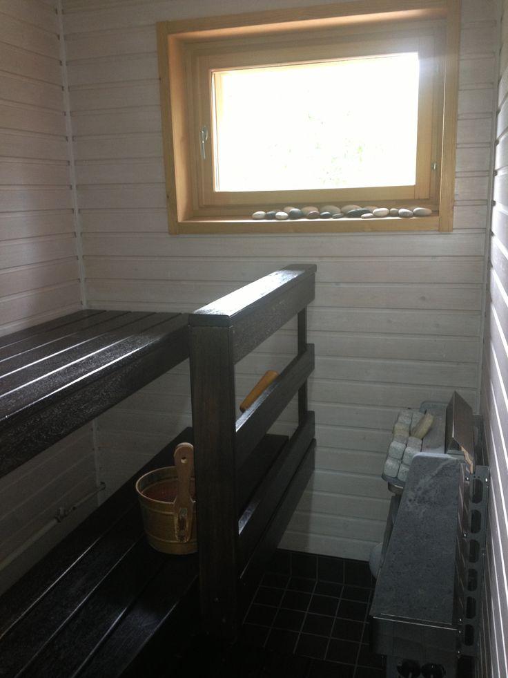 Vanhat paneelit ja lauteet päivitetty Saunasuojalla ja - vahalla