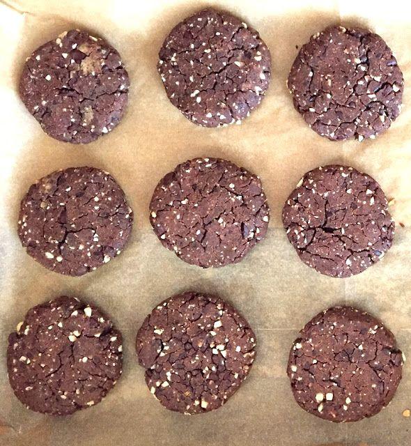 Cukiernia marzen: Ciasteczka z ciecierzycy z masłem orzechowym i kakao, bez cukru