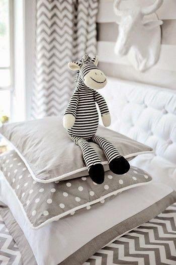 baby nursery room with neutral color - interior decor - cameretta per neonati peluche bianco e nero - black and white, pillow