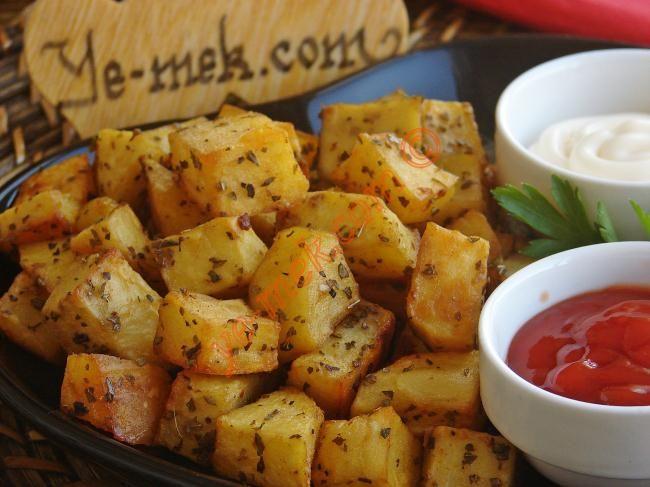 Fırında Zeytinyağlı Patates nasıl yapılır? Kolayca yapacağınız Fırında Zeytinyağlı Patates tarifini adım adım RESİMLİ olarak anlattık. Eminiz ki Fırında Zeytiny