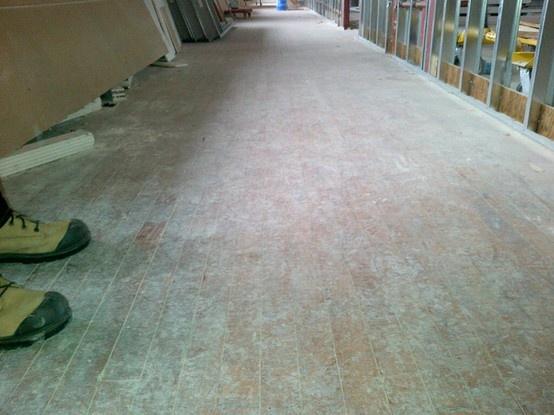 (mars 2013) Le plancher de bois franc a été sauvé! Le plancher original des années 1930 couvrira l'étage supérieur du nouveau centre d'apprentissage.