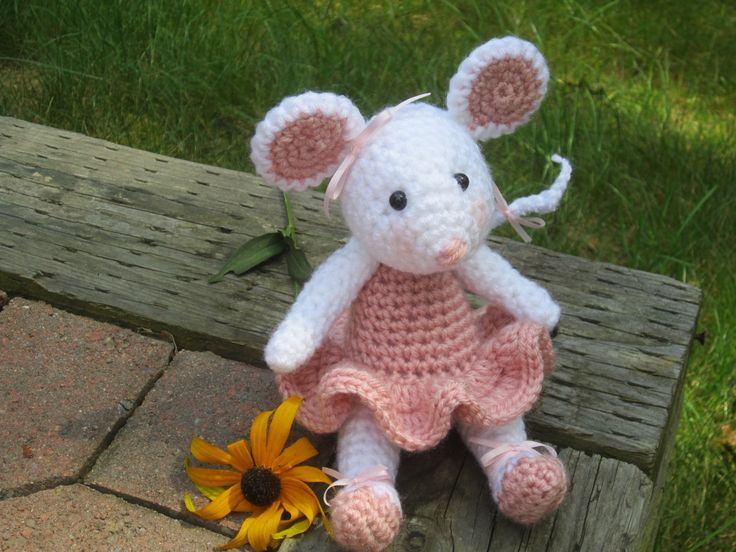 Amigurumi Mouse Pattern Crochet : 744 best mus images on pinterest crochet toys amigurumi and