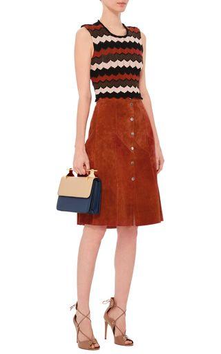 レンガ色の落ち着いた色合い。素敵な40代の着こなし術♡アラフォー 台形スカートコーデを集めました!