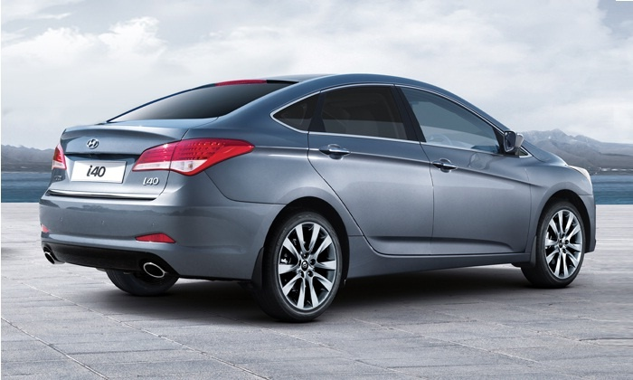 Combining emotion, power, safety and comfort with fluidic modern styling, the i40 Sedan lets you express your individuality and follow your own road.