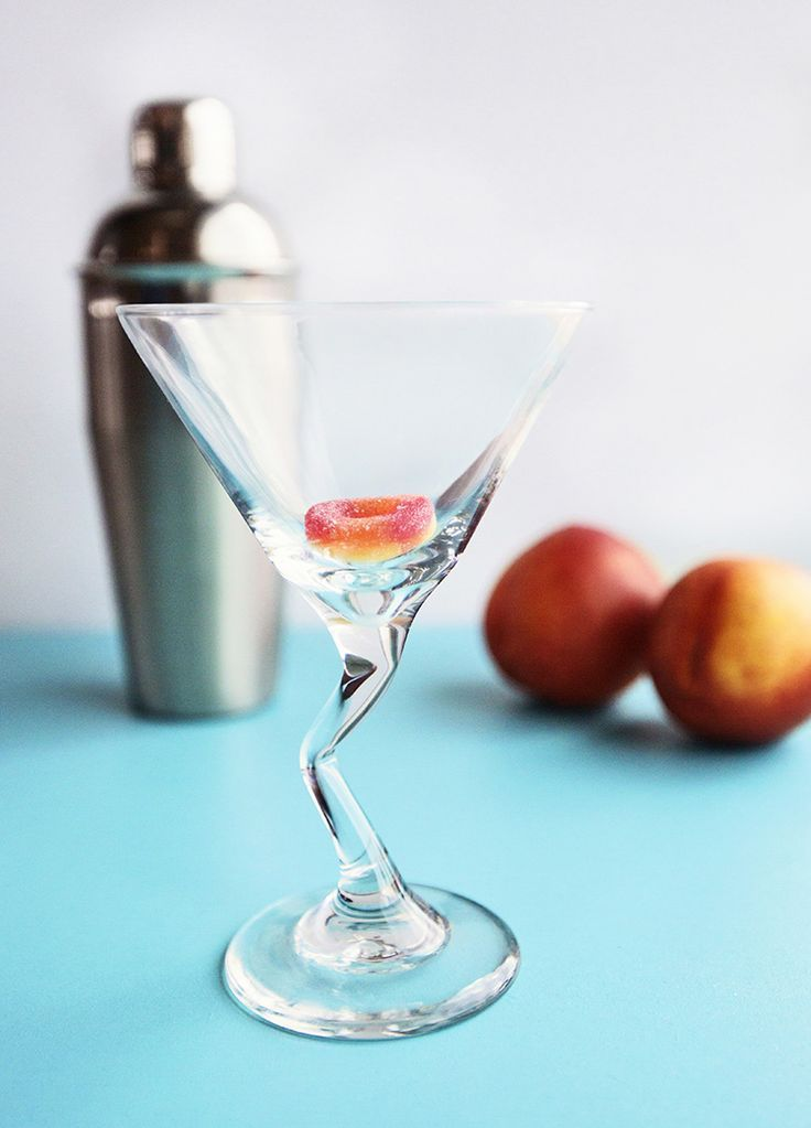 Make Sweet Peach Martinis with 3 Ingredients. How to make a peach martini. #cocktails #peach #martini