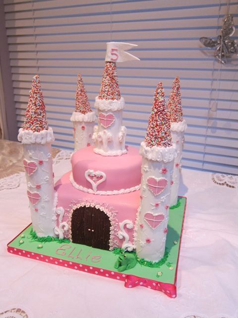 princess castle cake by cakes from the sweetest thing (Susan), via Flickr: Cakes Ideas, Birthday Parties, Cakes Castles, Fairies Castles Cakes, 1St Birthday, Castles Princesses Cakes, Princesses Parties, Princesses Castles Cakes, Birthday Cakes