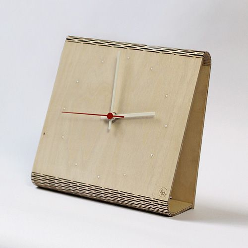 Using an innovative laser cutting technique on natural birch wood board, Antoine Tesquier Tedeschi has created a clock, a pen holder and a coat rack.