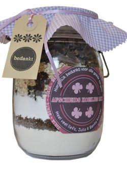 Weckpot van 1 liter voorzien van alle ingrediënten om heerlijke cranberry chocoladekoekjes te maken. Etiket voorzien van eigen tekst, bijvoorbeeld: 'Get well soon Koekjes mix' 'Ouwe Wijven Koekjes mix' 'Geluks Koekjes mix' 'Afscheids Koekjes mix'