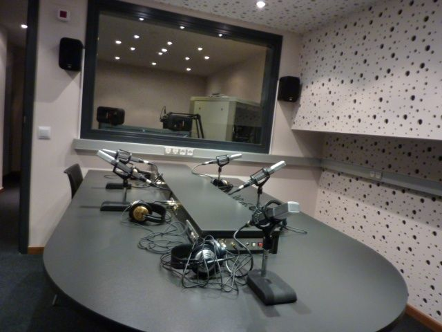 Resultado de imagen de sala de radio