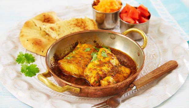 Gi torsk en indisk vri neste gang du vil prøve noe nytt. Denne oppskriften har mye godt krydder som gir fisken en god smak. Server med nanbrød, gulrot og tomat.