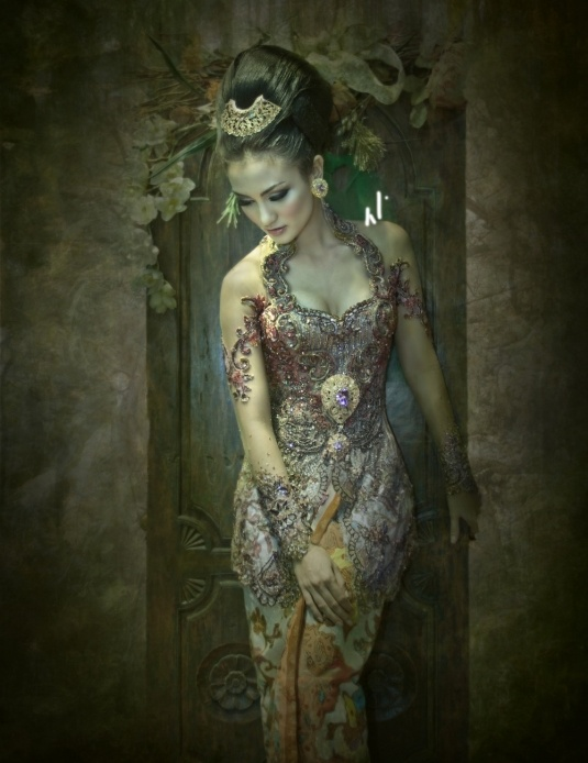 Indonesian Kebaya by Anne Avantie