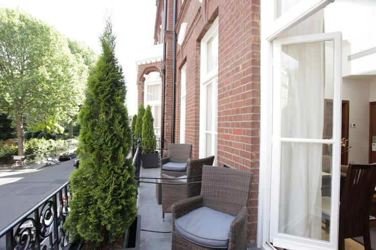 Live like a local in one of London's most desirable neighborhoods on your next holiday!