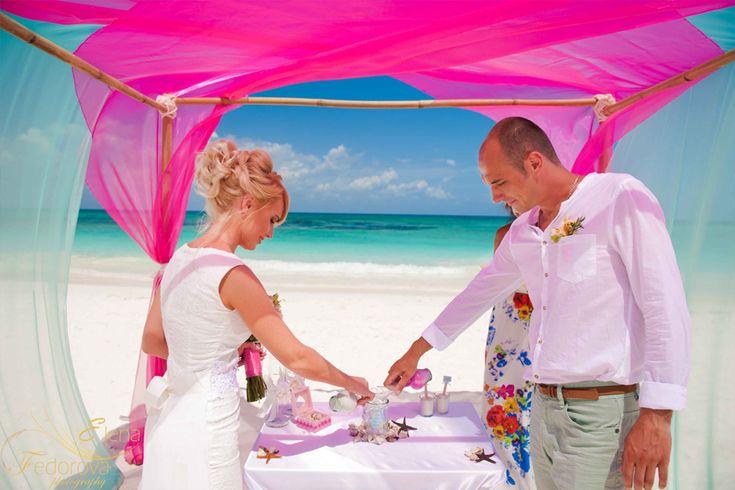 Символическая свадебная церемония, свадьба в Мексике, свадьба на пляже, свадебная церемония на пляже.