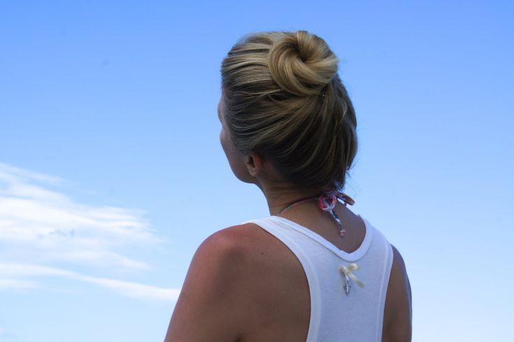 Come Fare uno #Chignon #Elegante. Segui il tutorial di Natasha #Stefanenko su #Natashasway.  DIY #classy chic #bump on #Natashasway. www.natashastefanenko.com