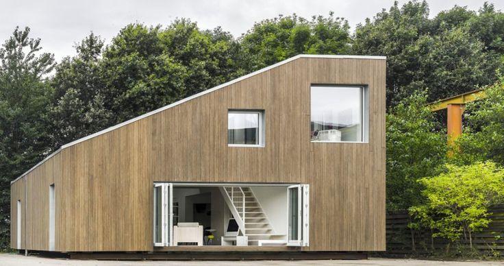 Una casa con tres contenedores