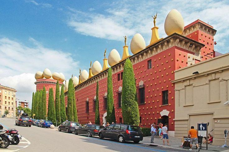 Фигерас Фигерас. Музей Сальвадора Дали. Испания