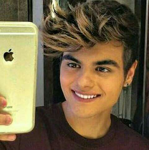 Abraham Mateo is a perfect boy, with a perfect smile Un chico con una sonrisa perfecta Un ragazzo perfetto con un sorriso perfetto  https://twitter.com/Abraham_Italia?s=09