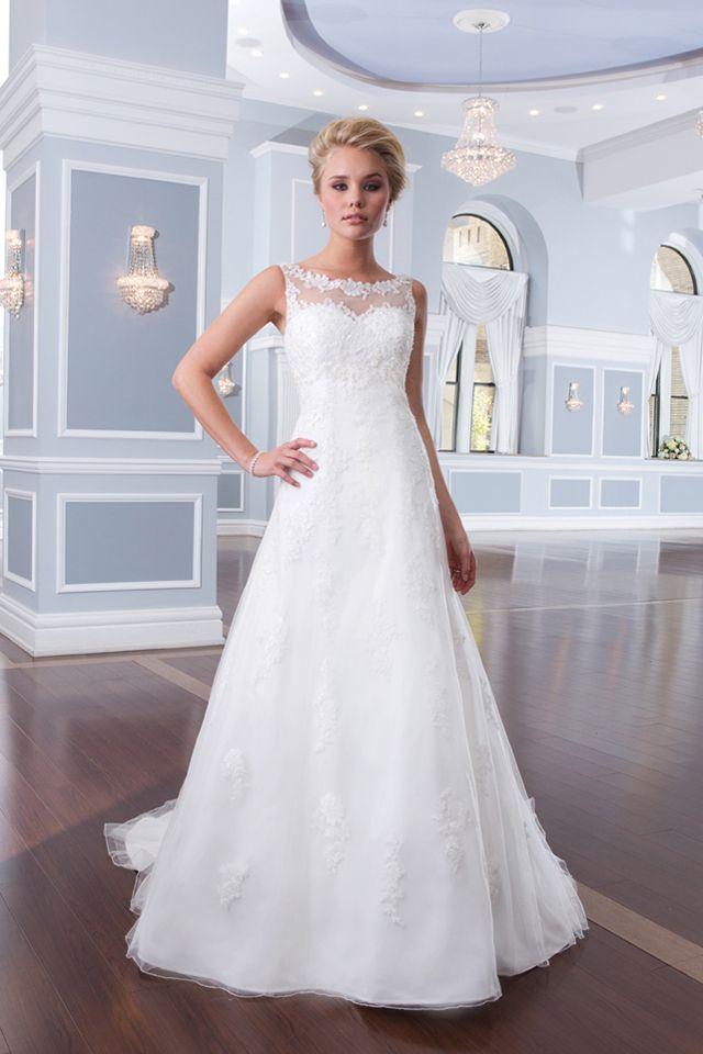 Suknia ślubna Lillian West 6300 2016