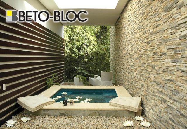 Beto-Bloc vous offre une vaste collection de pierre collée pour créer le foyer de vos rêves / Beto-Bloc offers a wide collection of stone veneer to create the home of your dreams.