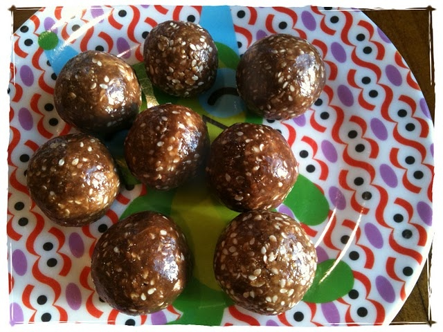 Mudballs snack: Chocolate Chips, Work Snacks, Chocolates Chips, Chia Seeds, Healthy Snacks, Mudbal, Green Shakes, Peanut Butter, Oatmeal Cups