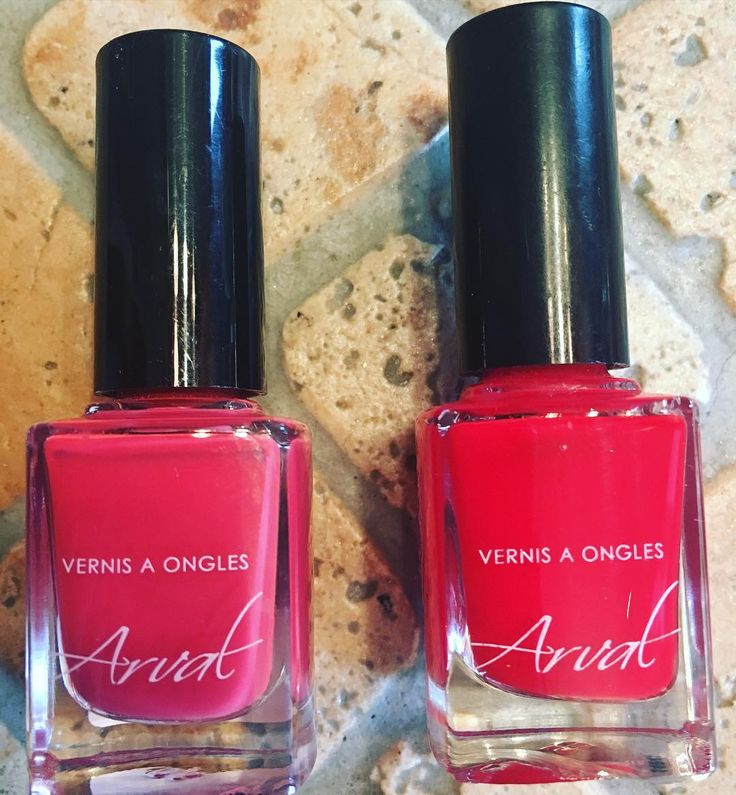 Smalti Arval   a sinistra il numero 103 colore Corallo a destra il numero 7 colore Rosso ferrari #smalto #arval #unghie #nails #nailpolish #nails2inspire #italian #italiangirl #blogger #blog #follow4follow #followme #followforlike #followalways #follow #bloggers #girl #girls by sweet_kiki89