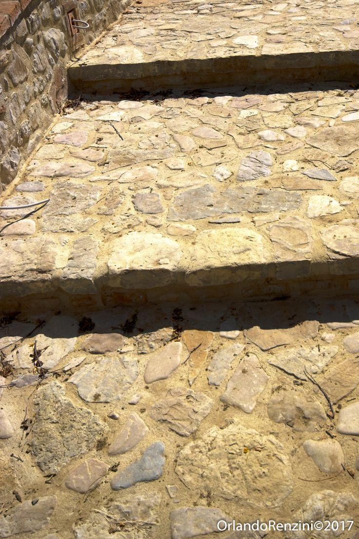 Scale esterne - Pavimento in lastre antiche