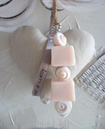 Zeepketting | Tips om zelf te maken: http://www.jouwwoonidee.nl/zeepkettingen-maken/