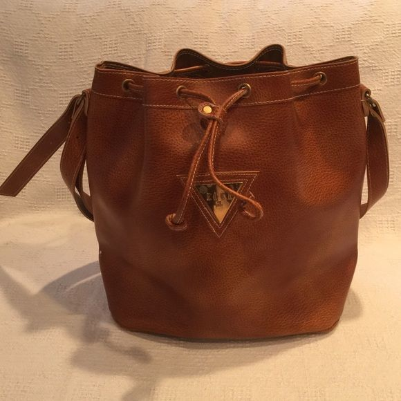 Vintage ELLE DE ELLE DRAWSTRING TOTE Vintage ELLE DE ELLE drawstring tote. Brown previously own. Elle gold tone label has small spot, two minor white scuffs on seams. Otherwise Very nice bag!! Elle Bags Totes