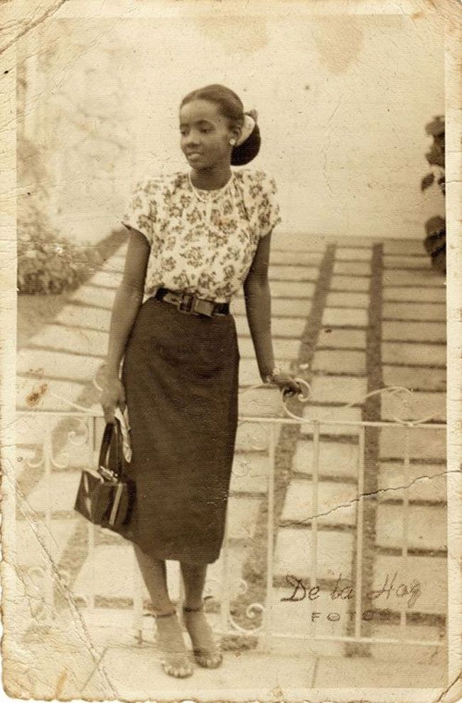 stunning vintage snapshots show the beauty of African-American women in their normal lives from between 1920s to 1940s.