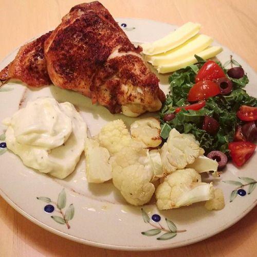 Tonights #dinner was a #rooster thigh with roasted cauliflower salad #butter and homemade #aioli  Kvällens middag var ett tupplår med rostad blomkål sallad #smör och hemmagjord aioli  #ketosis #lchf #keto #lowcarb #lowcarbhighfat #glutenfree #glutenfri #highfat #highfatfood #ketodiet #lågkolhydratkost #fatsporation #banting #atkins #highfatheaven #sugarfree #fitwithfat #paleo #eatfatlosefat #mayonnaise - Inspirational and Motivational Ketogenic Diet Pins - Eat Keto Get Into Nutritional…