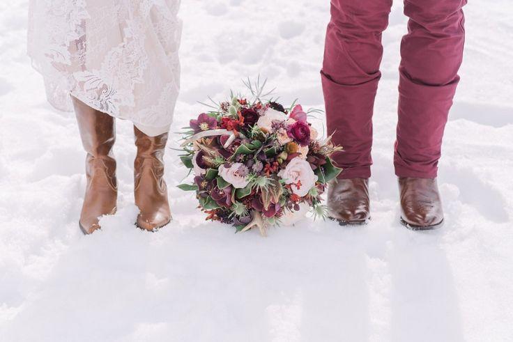 Lake_Louise_winter_wedding | фото Даррен Робертс фотография, дизайн конечно шикарный, цветов ивы цветов ко. Волосы на горной красоты, макияж, Кэнморе + макияж Банфф артистизм, модель - Кортни марки - модели Софии Международного
