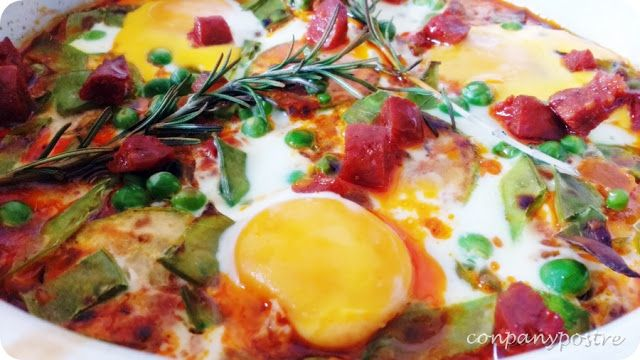 Con pan y postre: Huevos a la flamenca con calabacín y romero
