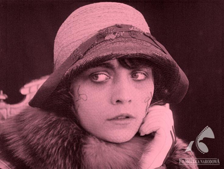 Pola Negri - MANIA. HISTORIA PRACOWNICY FABRYKI PAPIEROSÓW, dir. Illes Eugen (1918)