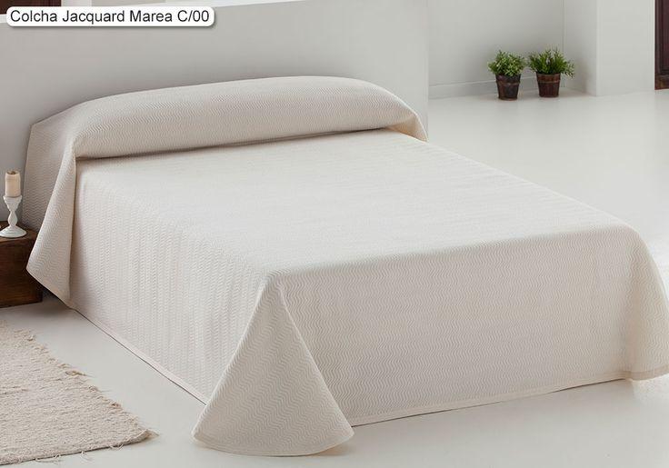 Colcha Jacquard Marea Eysa, con un elegante y moderno diseño a base de finas líneas sinuosas en tonos neutros que combinan con cualquier decoración.