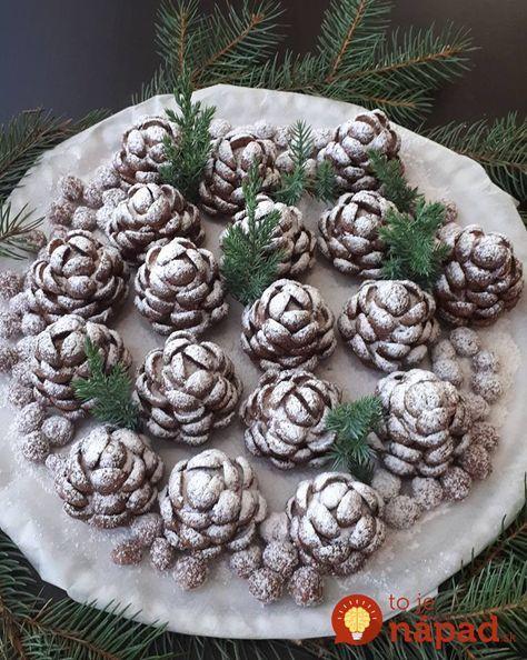 Nádherný nápad na vianočný stôl – zasnežené šišky, vyzerajú krásne a chutia ešte lepšia. Sú úplne jednoduché na prípravu a skoro mi oči vypadli, keď som zistila z čoho sú tie lupienky, perfektný nápad! Potrebujeme: 200 g mletých sušienok 3-4 lyžice medu 3 lyžice kakového prášku 2 bal. vanilkového cukru 300 g masla rozpusteného 6...