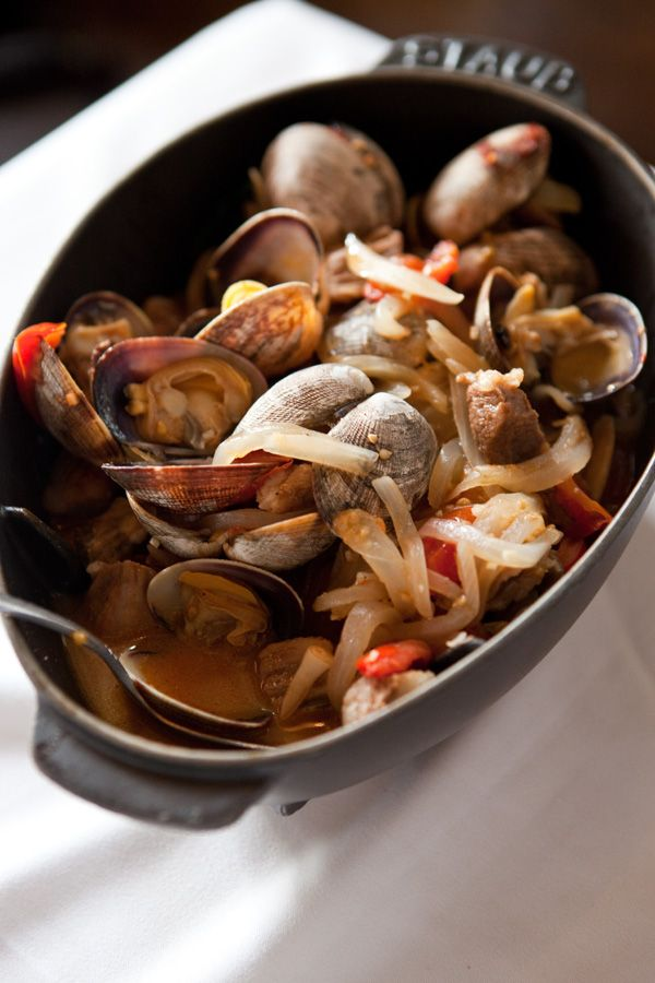 one-skillet-portuguese-pork-and-clams-lark: Pork In Clams, Pork Recipes, Portuguese Styl Pork, Portuguese Recipes, Pork Roasted, Portuguese Cuisine, Skillets Portuguese, Families Portugal, Portuguese Pork Seafood