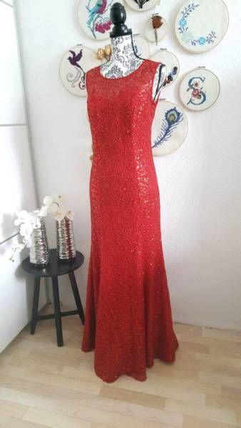 Langes Abendkleid in einem wunderschönen rot Ton. Es ist mit Pailetten geschmückt. Ärmellos. Es hat...,Abendkleid Maxikleid rot mit Pailetten Meerjungfrauenkleid in Bayern - Treuchtlingen