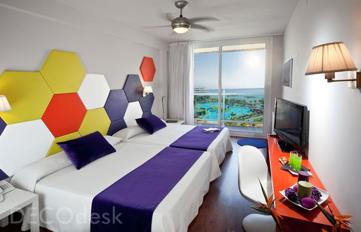 Hexagon-wall-panel-barcelona-hotel