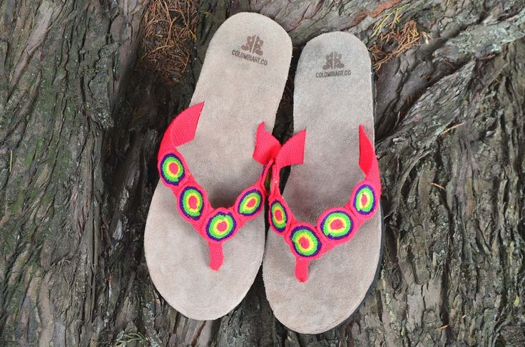 "Typical Wayuu Indian footwear called ""Wayrenas."" Handmade by a member of this tribe with a design called ""Disk"". www.colombiart.co"