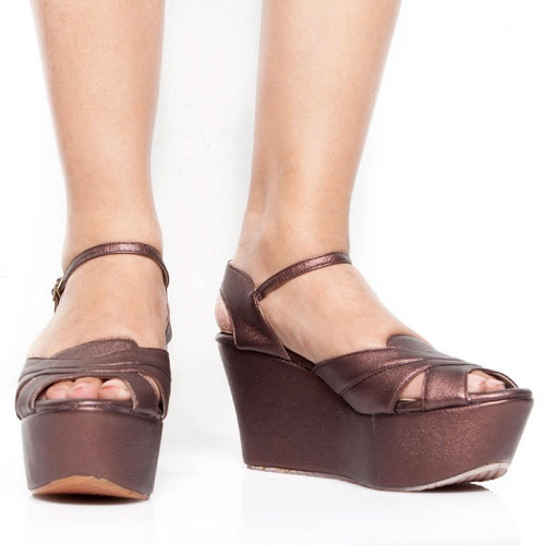 Eight Shoes - Lizzie Bronze Peep Toe Wedges - Rp. 167.700